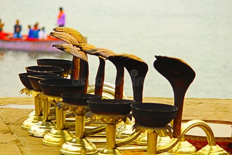Ganga arati garnek przy rankiem zdjęcie royalty free