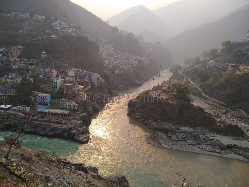 Ganga convertido dos ríos en la visita de Devprayag imagen de archivo libre de regalías