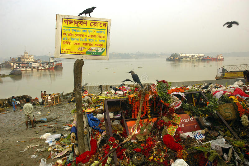 Download Ganga River Pollution In Kolkata. Editorial Image - Image: 10812330