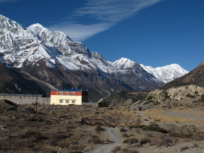 Gangapurna, pico de Tilicho y monastry fotos de archivo