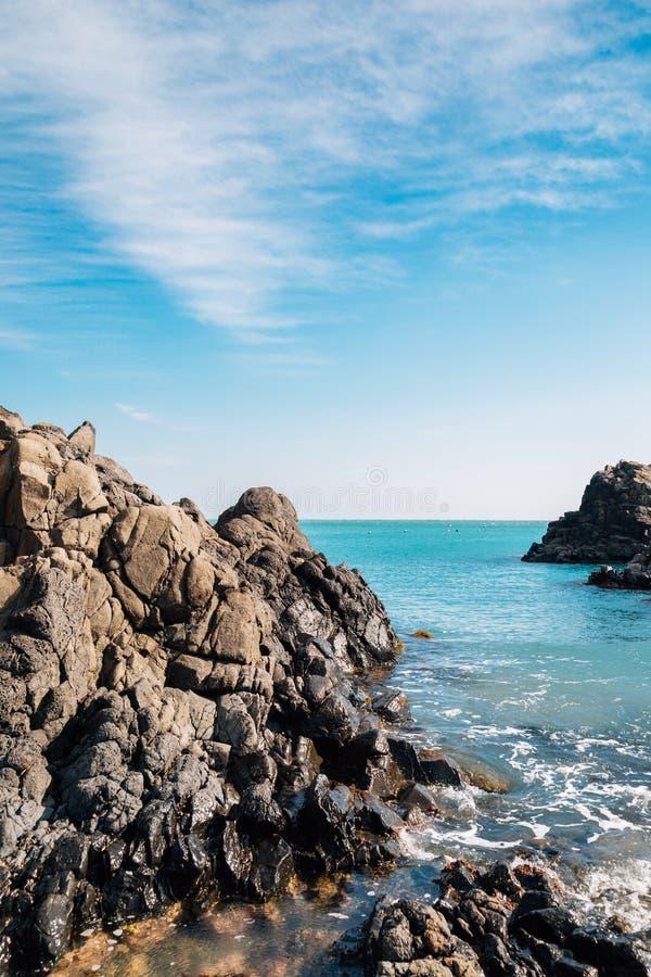 Gangdong Hwaam Jusangjeolli faleza, kolumnowy złącze i morze w Ulsan, Korea zdjęcie royalty free