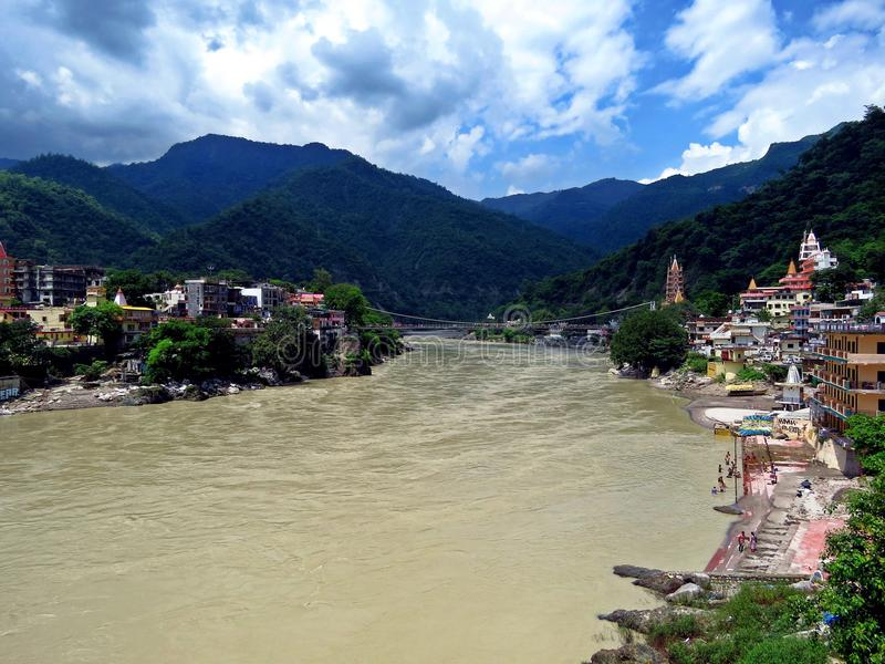 Ganges River santamente em Rishikesh, Índia foto de stock royalty free