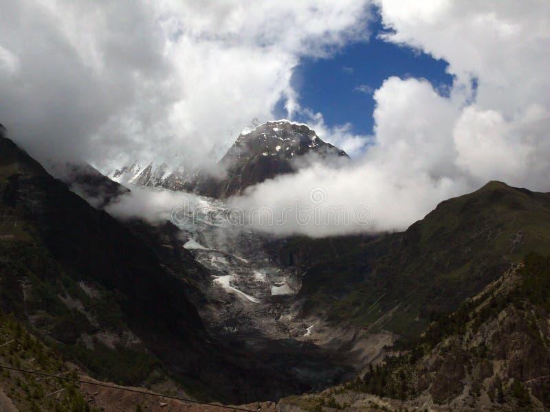 Ganggapurna lodowiec Zakrywający w monsun chmurach zdjęcie stock
