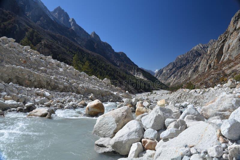 Gangotri, Uttarakhand, Indien Fluss Ganges in Indien lizenzfreies stockbild