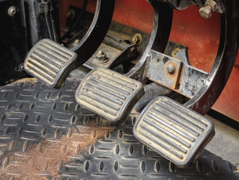 Gangschieberpedal des Schaltgetriebeautos stockfotos