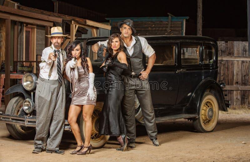 Gangster, die Gewehre zielen stockfoto