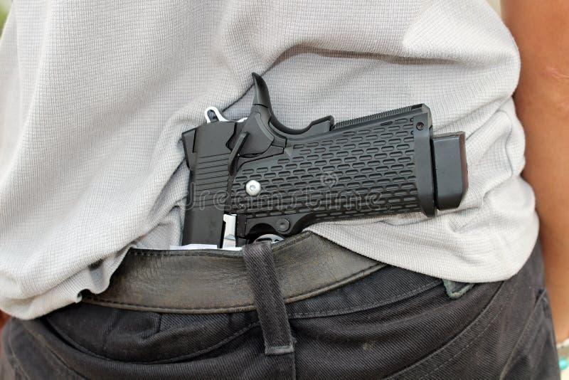 Gangster kryje jego pistolet za jego z powrotem zdjęcie royalty free