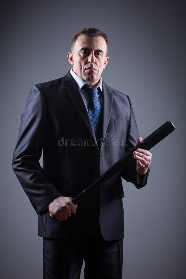 Gangster maschio con la mazza da baseball fotografia stock libera da diritti