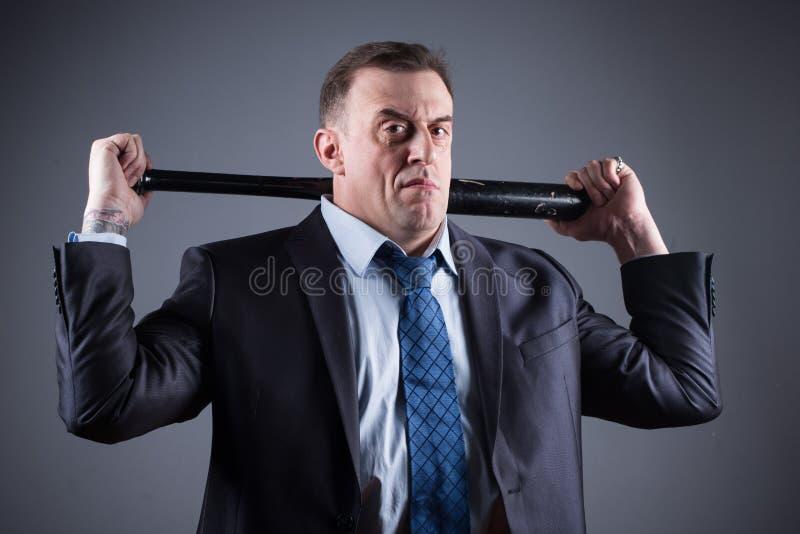 Gangster maschio con la mazza da baseball fotografia stock