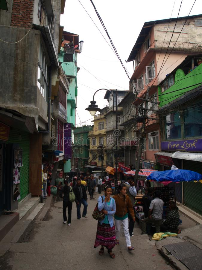 Gangtok SIKKIM, INDIEN, 17th APRIL 2011: Den gå gatan in royaltyfri foto