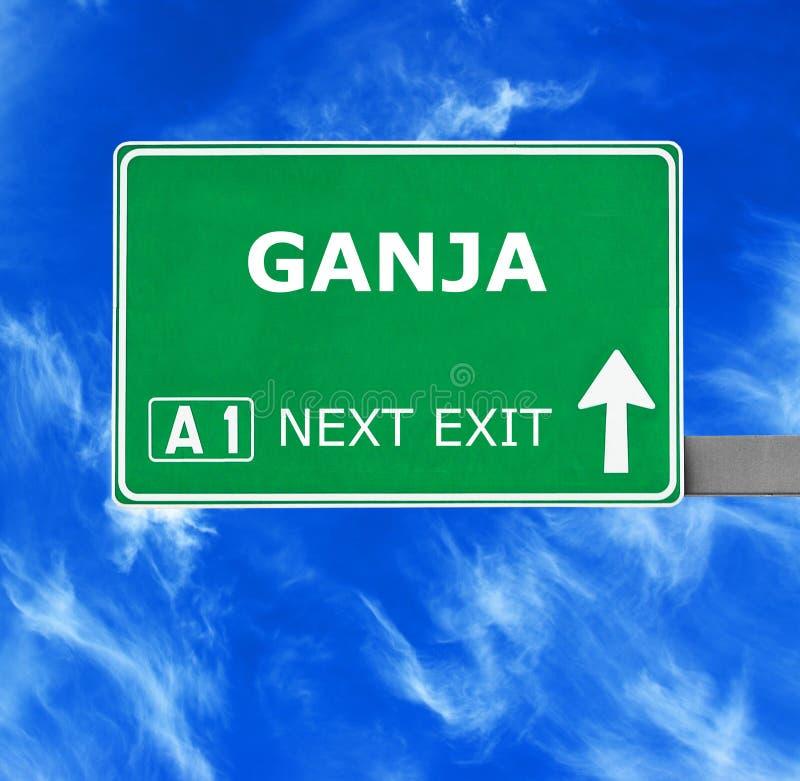 GANJA反对清楚的天空蔚蓝的路标 免版税库存图片