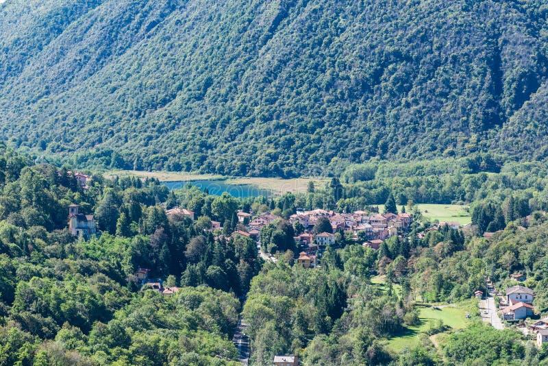 Varese Italien ganna och sjö ganna valganna landskap av varese italien arkivfoto