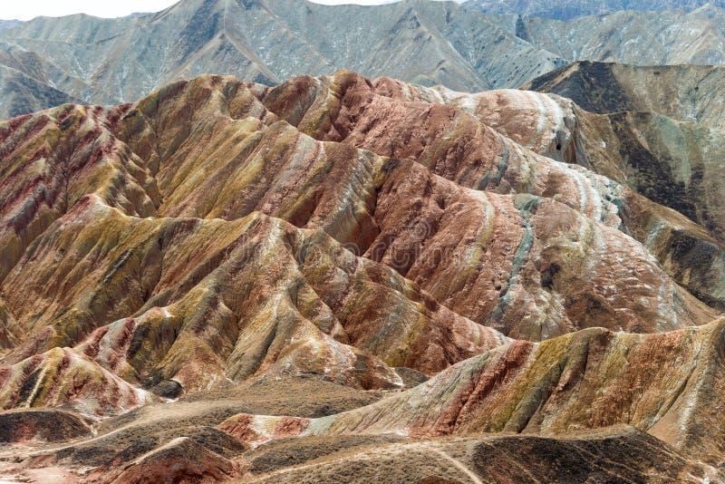 GANSU, CHINA - 10 de abril de 2015: Área cênico dos montes coloridos de Zhang imagem de stock