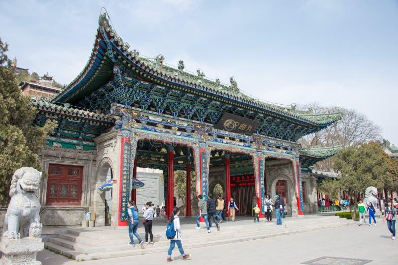 GANSU, CHINA - 5 de abril de 2015: Parque da montanha de Baita um landsc famoso foto de stock