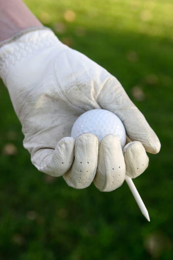 Gant à disposition retenant la bille et le té de golf photos libres de droits