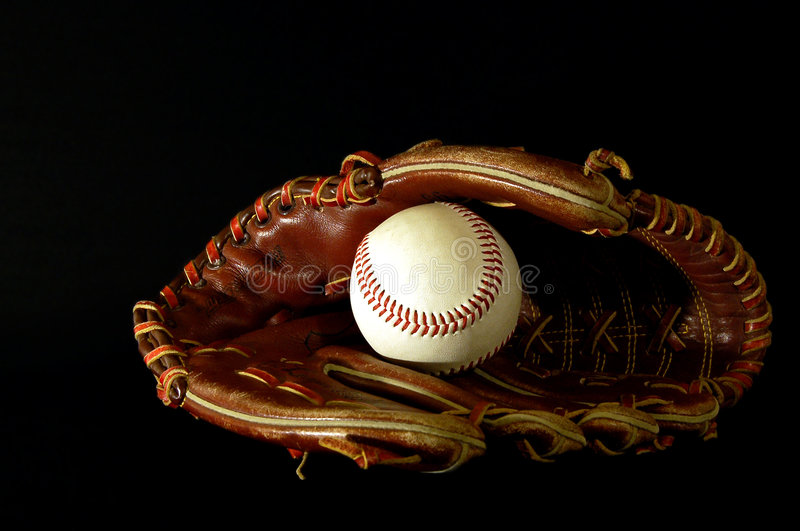 Gant de base-ball dans l'obscurité photos stock
