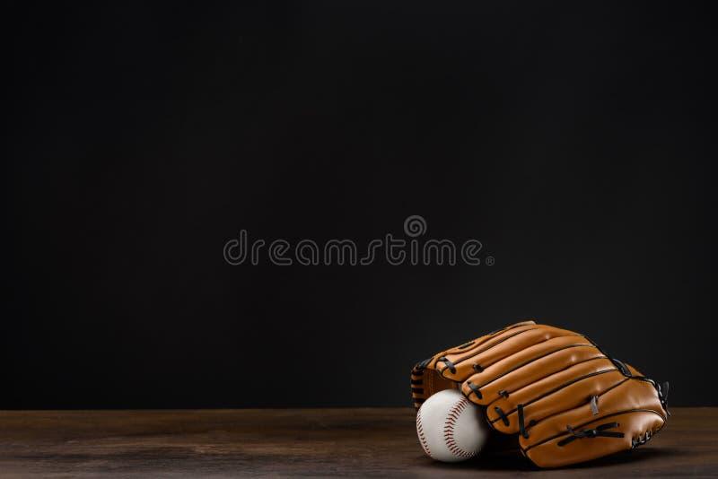 Gant et boule de base-ball photo stock