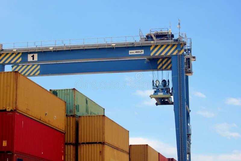 Gantry Crane Rail Mounted obsługa kontenerów przewozowych w obszarze portowym obrazy royalty free