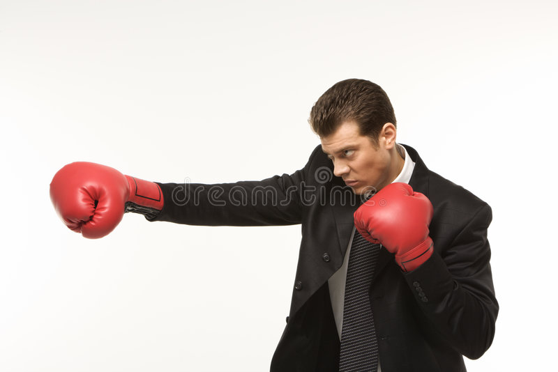 Gants de boxe s'usants d'homme photo stock