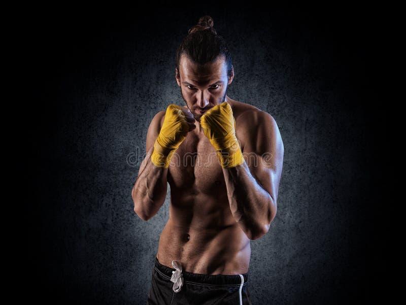 Gants de boxe s'usants d'homme photos libres de droits