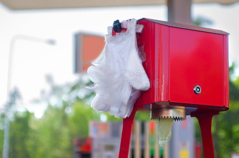 Gants en plastique jetables Hygiène dans les lieux publics images libres de droits