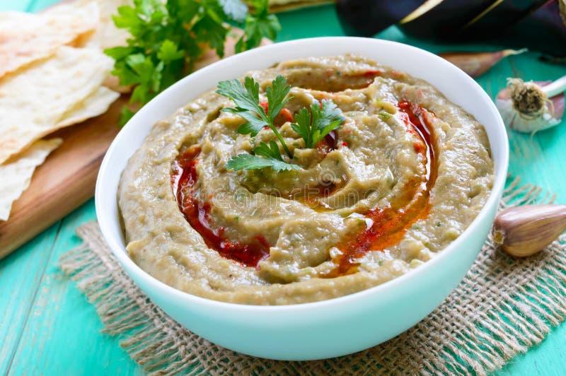 Ganush do babá - hummus da beringela com tempero, salsa foto de stock royalty free