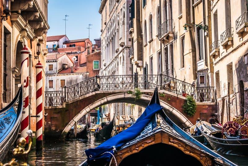 Ganz über Gondeln, Venedig lizenzfreies stockfoto