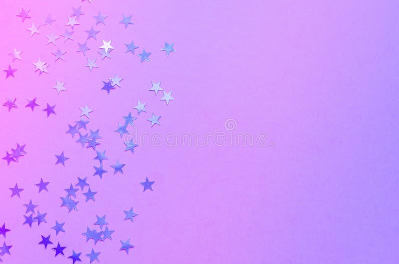 Ganz eigenh?ndig geschriebe Sterne auf modischem rosa Hintergrund Festlicher Hintergrund Beschneidungspfad eingeschlossen Kopiere lizenzfreie stockfotografie