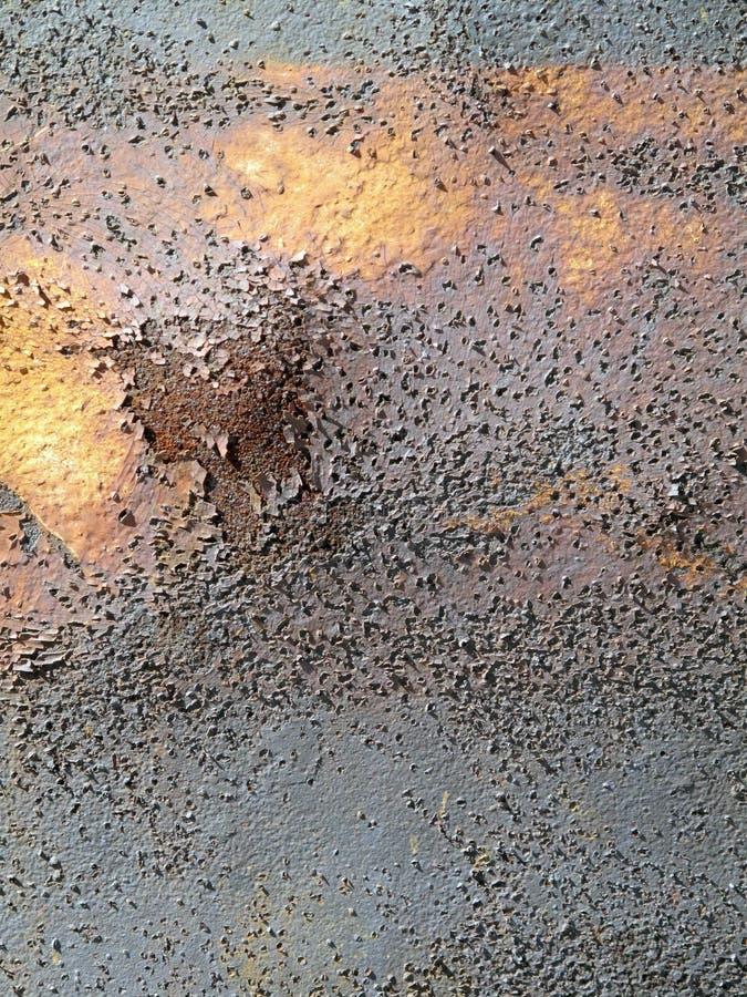Ganz vorbei narbiger Rusty Piece des Metalls stockfotos