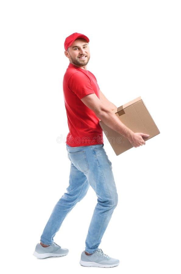 Ganzaufnahme des Mannes in tragendem Kartonkasten der Uniform lizenzfreie stockbilder