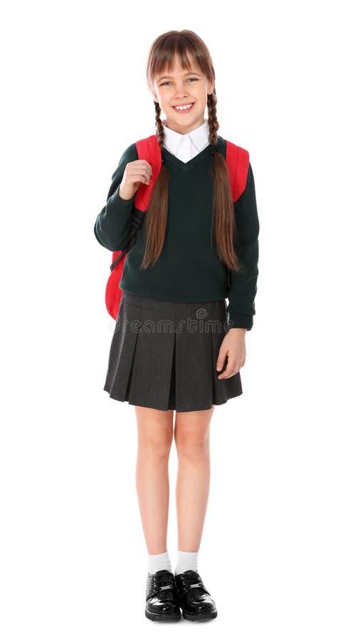 Ganzaufnahme des netten Mädchens in der Schuluniform mit Rucksack stockbild