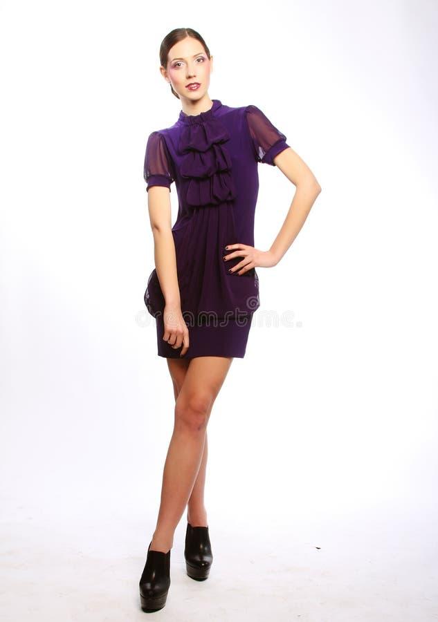 Ganzaufnahme des schönen Mode-Modells lizenzfreies stockbild