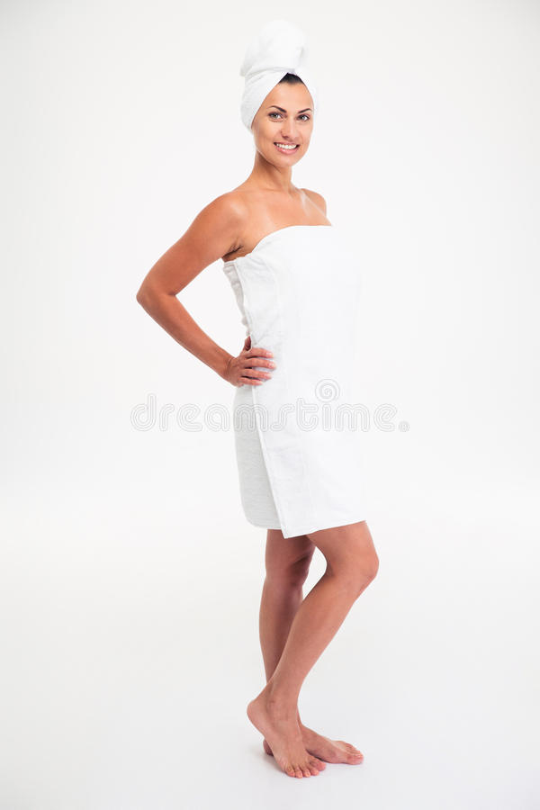 Ganzaufnahme einer glücklichen netten Frau im Tuch stockfotografie