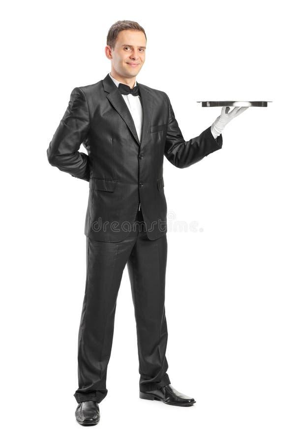 Ganzaufnahme eines glücklichen Kellners, der einen Behälter hält lizenzfreie stockfotos
