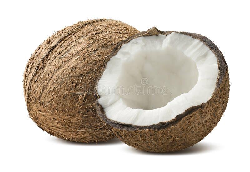 Ganze halbe Stücke der rauen Kokosnuss lokalisiert auf weißem Hintergrund lizenzfreie stockfotografie
