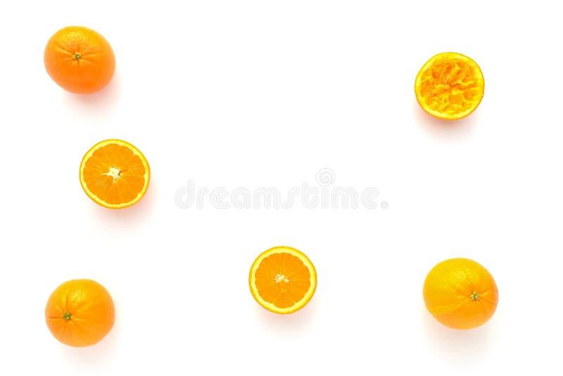 Ganze, halbierte und zusammengedrückte Orangen lizenzfreie stockfotografie
