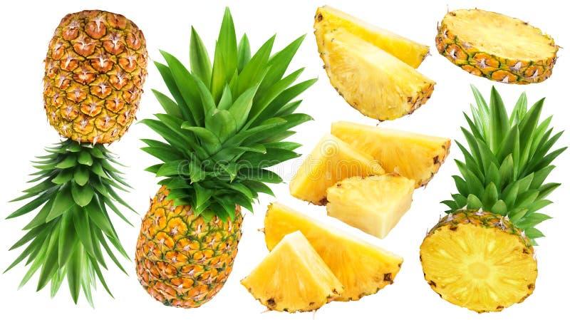 Ganze und geschnittene Ananas lokalisiert auf weißem Hintergrund stockfotografie