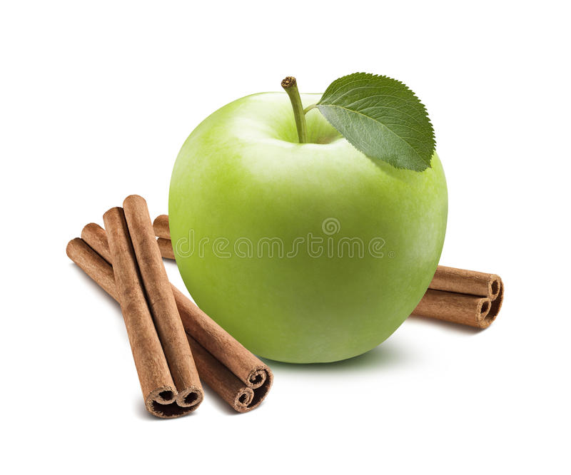 Ganzer grüner Apfel und Zimtstange lokalisiert auf Weiß stockfotos
