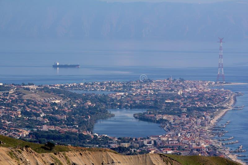 Ganziri Messina Sicilia del lago landscape immagine stock