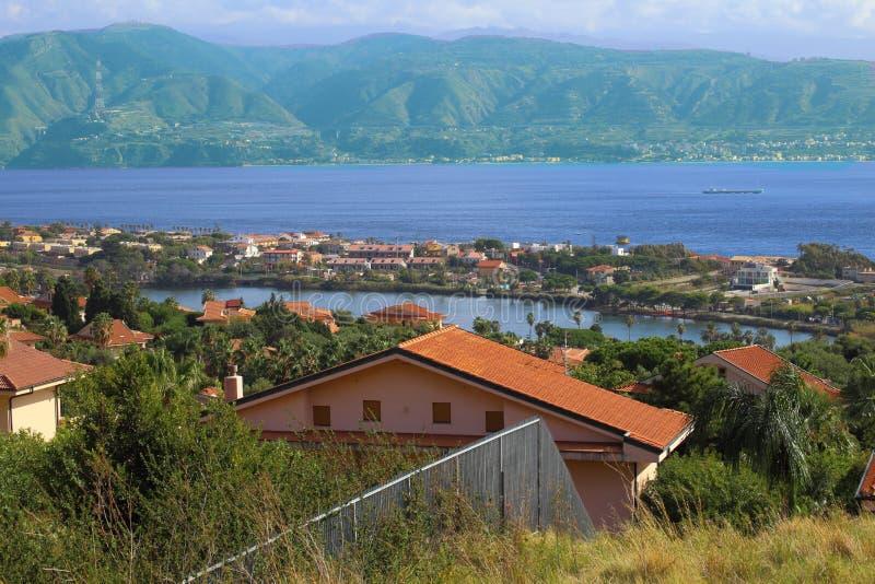 Ganziri Messina Sicilia del lago landscape fotografia stock libera da diritti