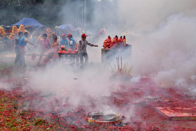 """GAOZHOU, PORCELANOWY †OKOŁO MARZEC 2019 """": Nian Li Chiny, unikalny tradycyjny festiwal trzyma w zachodzie prowincja guangdong obraz stock"""