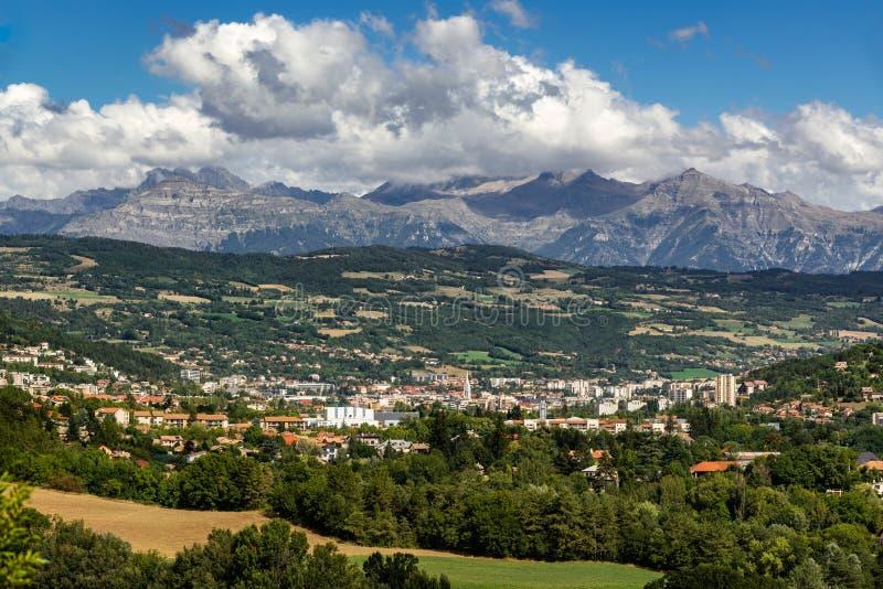 Gap, Hautes-Alpes no verão Alpes franceses, France foto de stock royalty free