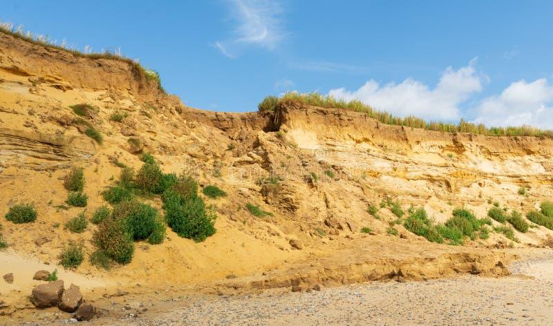 Gap nos penhascos em Covehithe, Suffolk, Reino Unido causou pela erosão imagem de stock royalty free