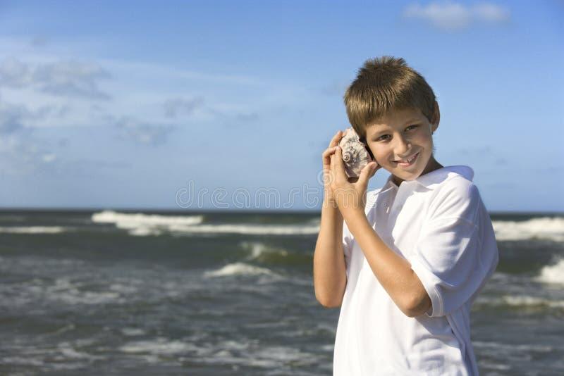 Garçon à la plage image libre de droits