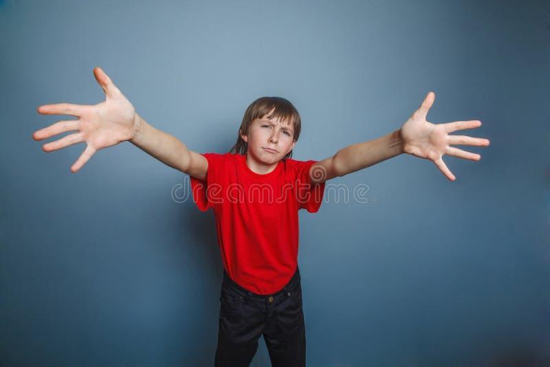 Garçon, adolescent, douze vieilles années, portant un rouge photographie stock