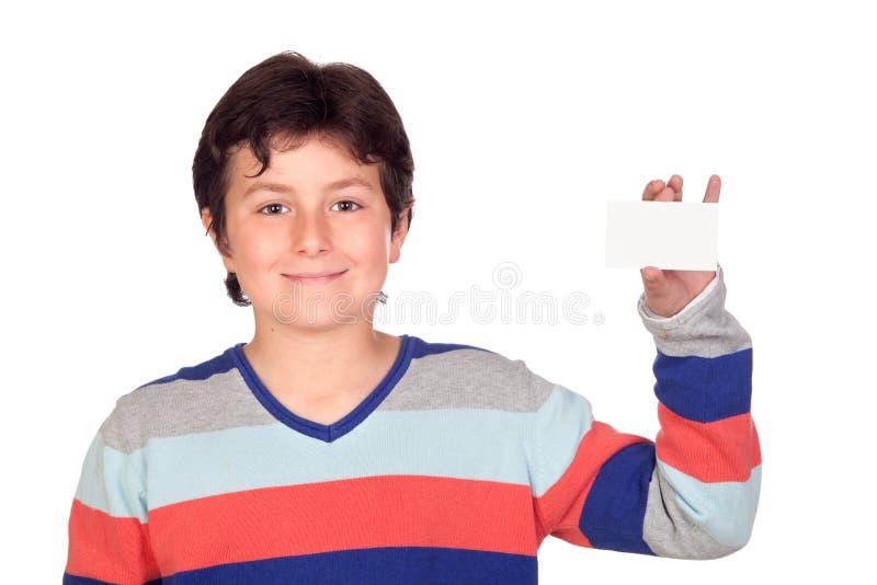 Garçon adorable avec une carte vierge photos libres de droits