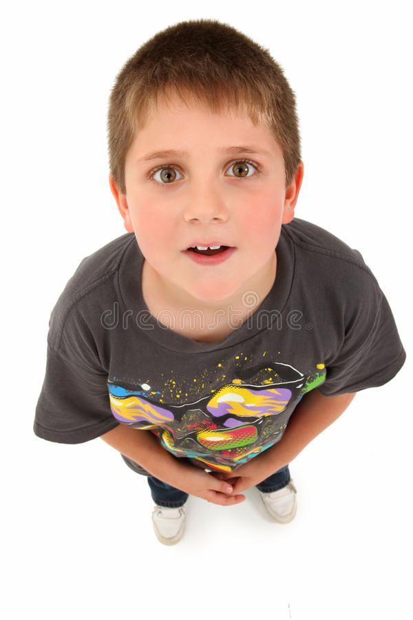 Garçon adorable de 8 ans recherchant image libre de droits