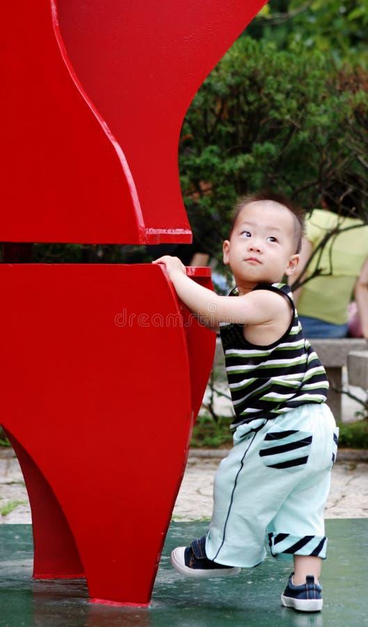 Garçon asiatique mignon images stock