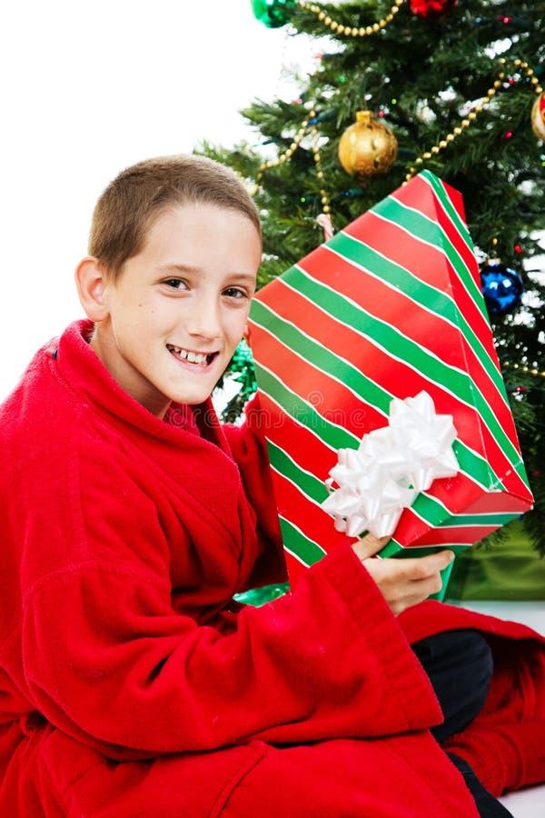 Garçon avec le cadeau de Chrstmas image libre de droits