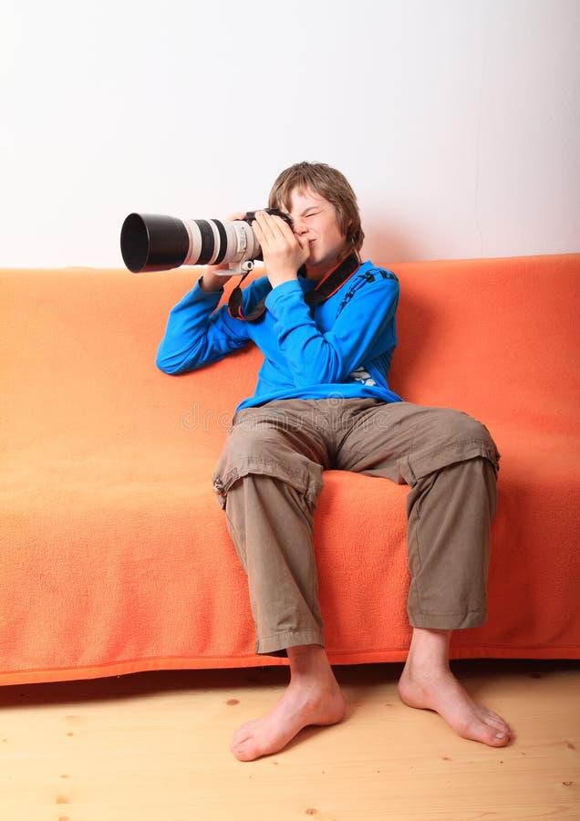 Garçon avec le grand appareil-photo image libre de droits